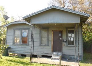 Foreclosed Home in Beaumont 77701 FULTON ST - Property ID: 4498297947