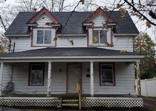 Foreclosed Home in Bay Shore 11706 1ST AVE - Property ID: 4498334731