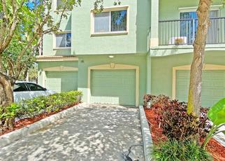 Foreclosed Home in West Palm Beach 33411 CRESTWOOD CIR - Property ID: 4498406553
