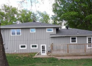 Foreclosed Home in Topeka 66614 SW ARNOLD AVE - Property ID: 4498697363