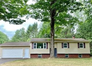 Foreclosed Home in Ava 13303 KNOLL WOOD CIR - Property ID: 4499001767
