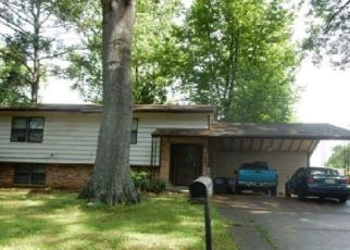Foreclosed Home in Memphis 38115 COTTONWOOD RD - Property ID: 4499044235