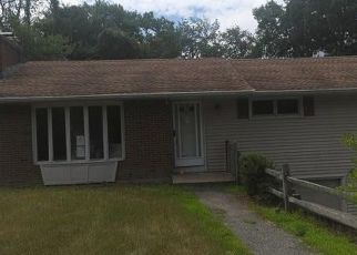 Foreclosed Home in Torrington 06790 DOROTHY DR - Property ID: 4500046774