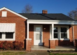 Foreclosed Home in Kingsport 37664 E CENTER ST - Property ID: 4500073930