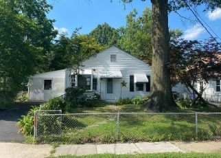 Foreclosed Home in Essex 21221 BARRON AVE - Property ID: 4500361224