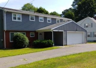 Foreclosed Home in Waterbury 06708 BUNKER HILL AVE - Property ID: 4500366937