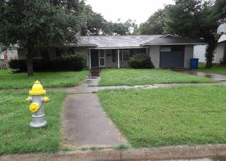 Foreclosed Home in Beeville 78102 E FANNIN ST - Property ID: 4500456720