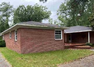 Foreclosed Home in Tabor City 28463 PIREWAY RD - Property ID: 4500582851
