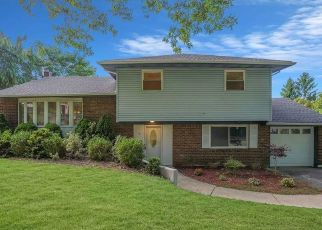 Foreclosed Home in Huntington 11743 HORIZON DR - Property ID: 4500639343