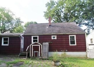 Foreclosed Home in Waterbury 06705 NATALIE TER - Property ID: 4500640216
