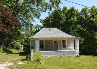 Foreclosed Home in Peoria 61603 E ELMHURST AVE - Property ID: 4501492968