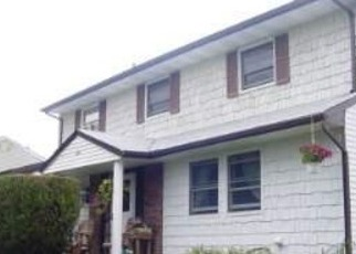 Foreclosed Home in Central Islip 11722 LEAF AVE - Property ID: 4501752678