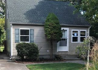 Foreclosed Home in Shirley 11967 HESTON RD - Property ID: 4501880115