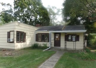 Foreclosed Home in Elkhart 46514 SUNSET AVE - Property ID: 4502396947