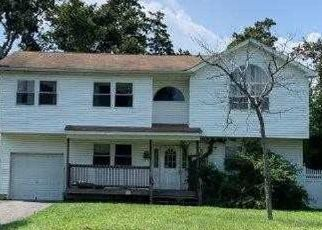 Foreclosed Home in Bay Shore 11706 PETERS BLVD - Property ID: 4502981184