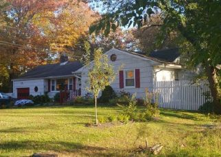 Foreclosed Home in Bay Shore 11706 GREENWOOD RD - Property ID: 4503215510