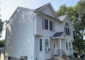 Foreclosed Home in Medford 11763 GRAY AVE - Property ID: 4503636399