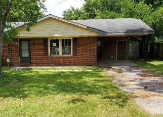 Foreclosed Home in Fayetteville 28304 OLD FIELD RD - Property ID: 4503932921