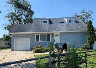 Foreclosed Home in Brentwood 11717 FRONT AVE - Property ID: 4504310442