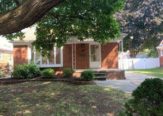 Foreclosed Home in Allen Park 48101 PHILOMENE BLVD - Property ID: 4504520676