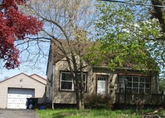 Foreclosed Home in Reading 19609 W WYOMISSING BLVD - Property ID: 4505435152
