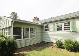 Foreclosed Home in Waterbury 06704 MEADOW LAKE DR - Property ID: 4505489471