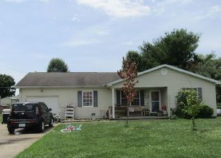 Foreclosed Home in Stanford 40484 YOUNG DR - Property ID: 4505525831