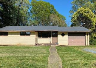 Foreclosed Home in Lynchburg 24502 LAKEVIEW DR - Property ID: 4505878838