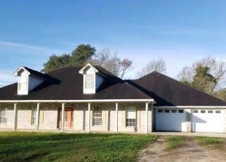 Foreclosed Home in Anahuac 77514 JACKSON RD - Property ID: 4506077674