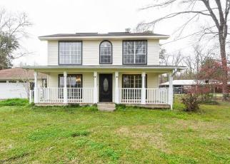 Foreclosed Home in Baton Rouge 70818 GURNEY RD - Property ID: 4506247606