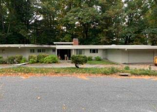 Foreclosed Home in Worcester 01609 AYLESBURY RD - Property ID: 4506643532