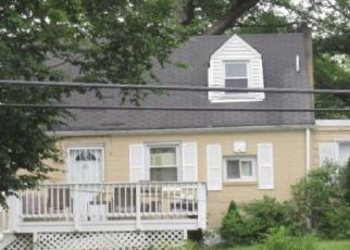 Foreclosed Home in Suitland 20746 SUITLAND RD - Property ID: 4507068808