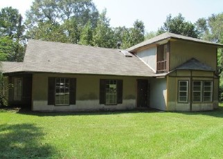 Foreclosed Home in Conroe 77302 DEEP WOODS TRL - Property ID: 4507212908