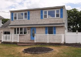 Foreclosed Home in Patchogue 11772 BAY AVE - Property ID: 4507239617