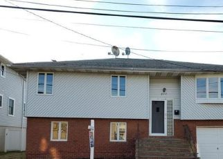 Foreclosed Home in Lindenhurst 11757 PACIFIC ST - Property ID: 4507242684