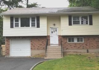 Foreclosed Home in Huntington Station 11746 MAPLEWOOD RD - Property ID: 4507245749
