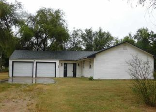 Foreclosed Home in Hutchinson 67501 W 9TH AVE - Property ID: 4507671906