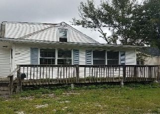 Foreclosed Home in Essex 21221 RIVERSIDE DR - Property ID: 4507819486