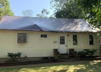 Foreclosed Home in Centereach 11720 MARK TREE RD - Property ID: 4508021392