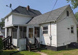 Foreclosed Home in Rockford 61102 TAY ST - Property ID: 4508179954