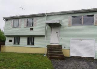 Foreclosed Home in Brentwood 11717 ISLIP AVE - Property ID: 4508249580