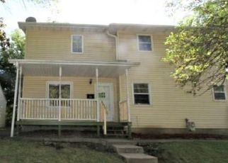 Foreclosed Home in Saint Paul 55106 FREMONT AVE - Property ID: 4508370462