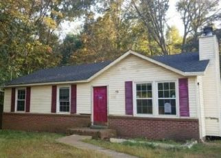 Foreclosed Home in Clarksville 37042 FAIRFIELD DR - Property ID: 4508786537