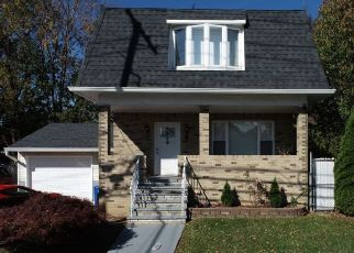 Foreclosed Home in Elmwood Park 07407 WILLOW ST - Property ID: 4508819833