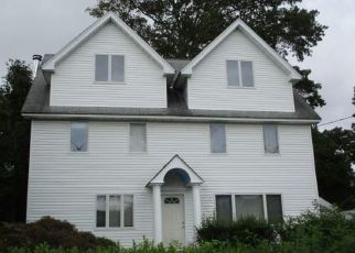 Foreclosed Home in Stamford 06902 DORA ST - Property ID: 4508861880