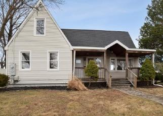 Foreclosed Home in West Babylon 11704 7TH AVE - Property ID: 4509035297