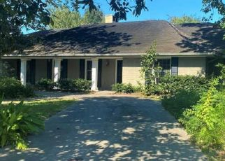 Foreclosed Home in Lafayette 70503 W BAYOU PKWY - Property ID: 4509148747