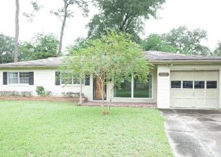 Foreclosed Home in Jacksonville 32216 BUTTONWOOD DR - Property ID: 4509264810