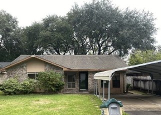 Foreclosed Home in League City 77573 DAVID AVE - Property ID: 4509337506