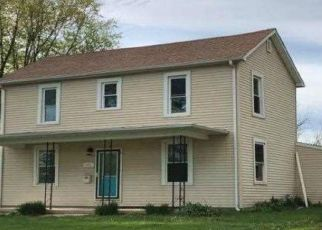 Foreclosed Home in Shelbyville 62565 W SOUTH 1ST ST - Property ID: 4509747900